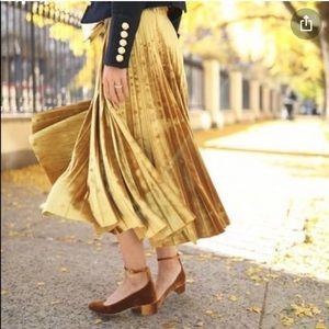 NWT Gold Velvet Pleated Skirt